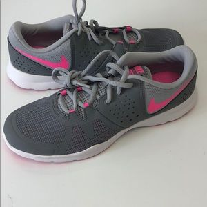 Nike women's Training Shoes Grey Pink 9 new